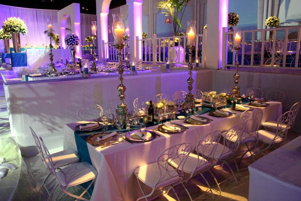 עיצוב שולחן לבן