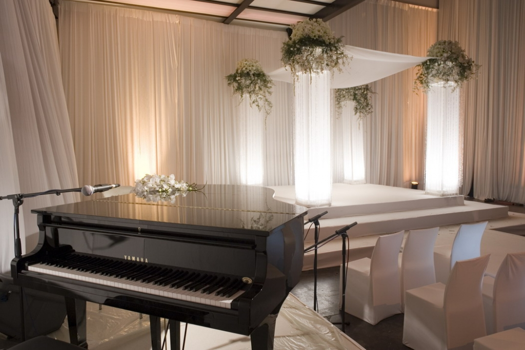 חופה ופסנתר